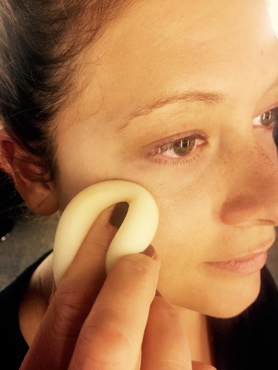 BLOG by Amber: Hoe breng ik foundation aan zonder dat er strepen achterblijven of dat de haartjes in je gezicht zo opvallen?