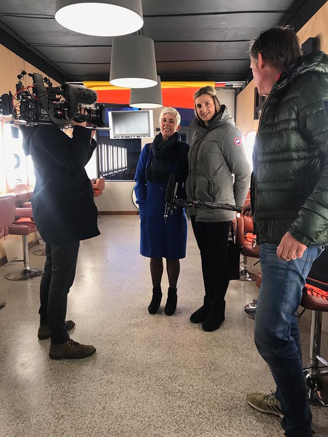 """BLOG by Amber: Lieke van Lexmond filmt bij Dik Peeters voor programma """"t zit in de familie"""""""